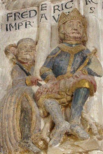 L'empereur Barberousse et son épouse Béatrice Ière de Bourgogne, portail roman de la cathédrale de Freising, XIIe siècle, Allemagne.