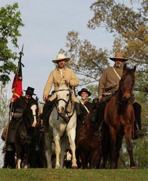 La marche des cavaliers de Corinth à Shiloh, reconstitution historique (photo : Brice Charton, Herodote.net)