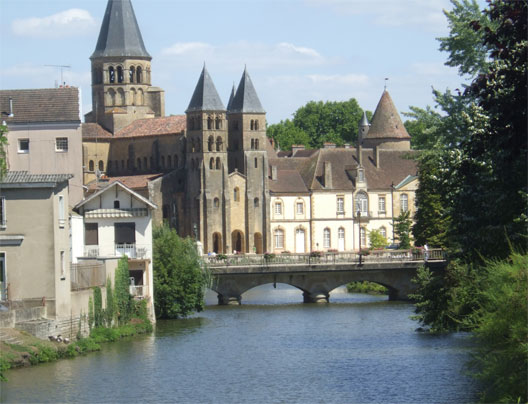 Paray-le-Monial, La plus belle fille de Cluny (Paray-le-Monial)