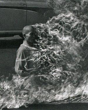 Le 11 juin 1963, le moine bouddhiste Thich Quang Duc s'immole par le feu au centre de Saigon (DR)