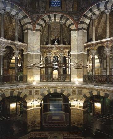 La chapelle palatine d'Aix-la-Chapelle, résidence de Charlemagne