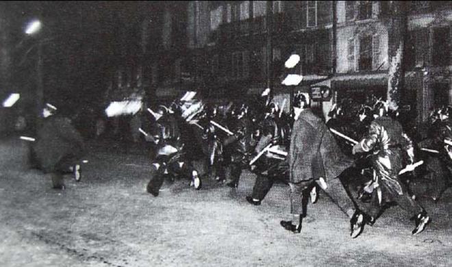 Les CRS chargent la foule anti-OAS sur le boulevard Charonne (Paris, 8 février 1962)