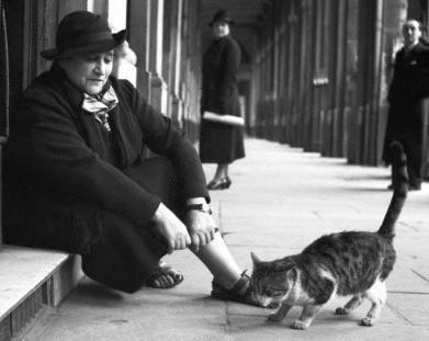 Colette dans les jardins du Palais-Royal, Henri Manuel, 1935, DR.