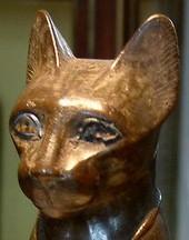 La déesse Bastet, bronze, Antiquités égyptiennes, Guillaume Blanchard, musée du Louvre, Paris, DR.