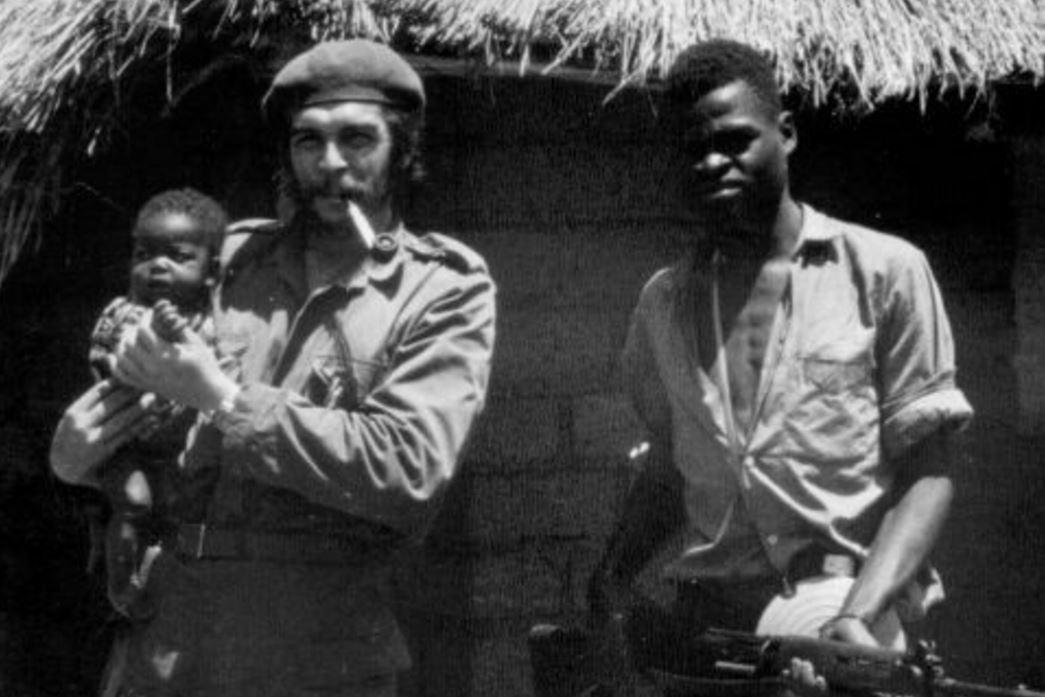 Ernesto Che Guevara au Congo en 1965, à côté du jeune Laurent-Désiré Kabila