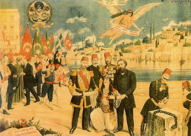 Didar-i Hürriyet Kurtariliyor, la Liberté sauvée, 1908. Carte postale ottomane célébrant la remise en vigueur de la constitution du 23 décembre 1876. Elle représente le sultan Abdul-Hamid et les différents millets de l'empire (Turcs avec les drapeaux rouges, Arabes avec les drapeaux verts, Arméniens, Grecs) ainsi que la Turquie se relevant de ses chaînes. L'ange symbolisant l'émancipation porte une écharpe avec les mentions : «Liberté, Égalité, Fraternité» en turc et en grec.
