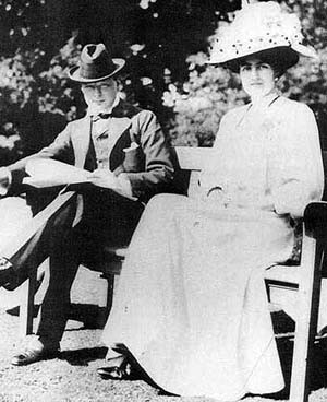 Winston Churchill and Clementine Hozier in 1908