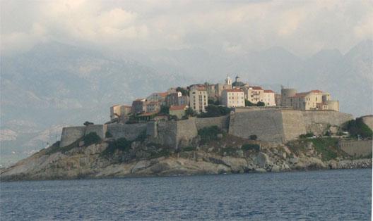 La citadelle de Calvi vue de la mer  (photo: Fabienne Larané)