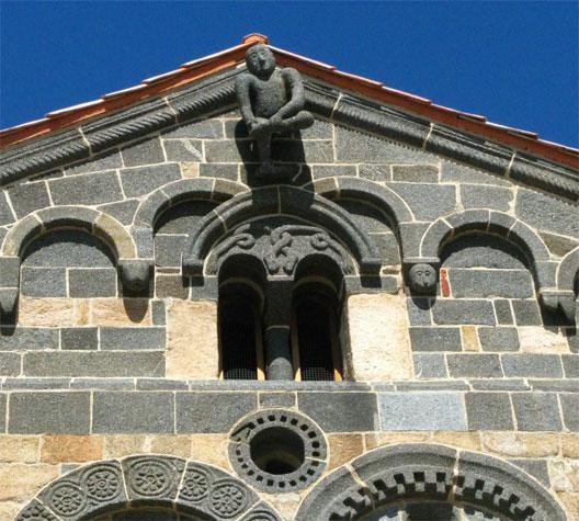 Chapelle de la Trinité à Aregu (Balagne corse), en style pisan, XIIe siècle (photo: Fabienne Larané)