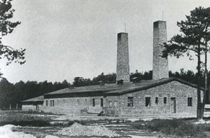Fours crématoires du camp d'Auschwitz-Birkenau ; les chambres à gaz sont au niveau du sol