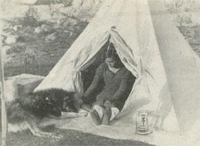 Doumidia Devant Sa Tente Aventure Esquimau 1949 DR