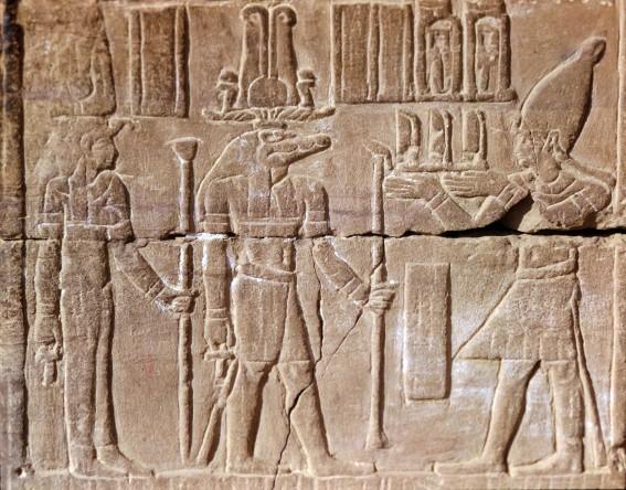 Seth, bas-relief du temple de Kom-Ombo, photo : Gérard Grégor, pour Herodote.net