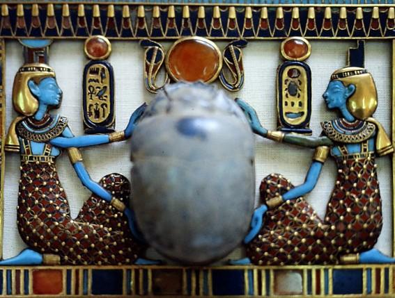 Pendentif en forme de scarabée, musée du Caire, photo : Gérard Grégor, pour Herodote.net