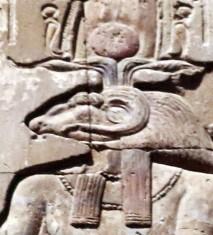Khnoum, le dieu-bélier, bas-relief du temple de Kom-Omb, photo : Gérard Grégor, pour Herodote.net