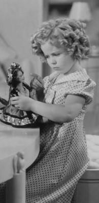 L'actrice Shirley Temple dans le film « The Poor Little Rich Girl », en 1936. Elle est âgée de huit ans.