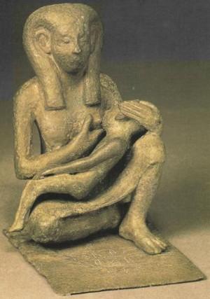 Une mère allaitant son enfant, musée d'égyptologie de Berlin, Allemagne.