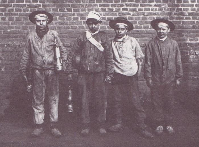 Photographie d'enfants mineurs, XIXe siècle.