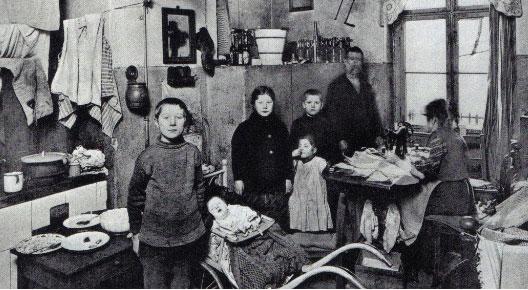 Famille un enjeu social for Femme au foyer 1900