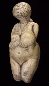 « Vénus de Kostenki » (Russie), 30 000-15 000 av. J.-C., musée de l'Ermitage, Saint-Pétersbourg.