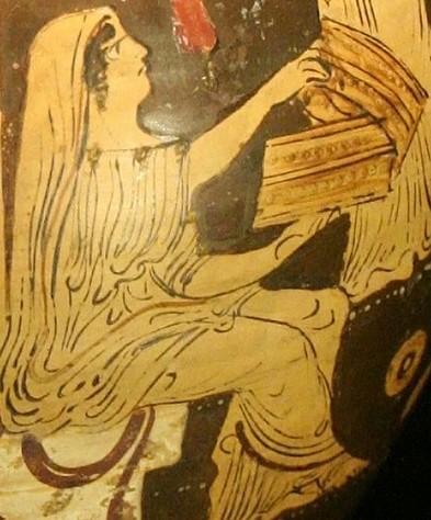 « Pandore », détail d'une céramique grecque originaire du sud de l'Italie, IVe siècle avant J.-C., musée archéologique de Catalogne, Barcelone, Espagne.