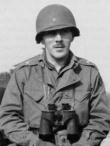 Robert T. Frederick, commandant de la 1st Airborne, le 15 août 1944 (14 mars 1907, San Francisco - 29 novembre 1970, Stanford)