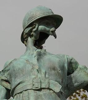 Edmond de Laheudrie, Monument aux morts de Trévières, après 1918