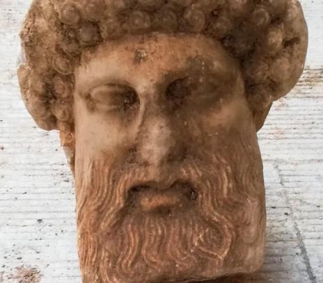 16 novembre 2020 : Une sculpture d'Hermès découverte à Athènes