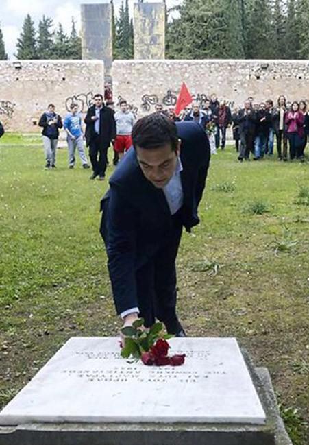 Le Premier ministre Alexis Tsipras rend hommage aux martyrs de Kaisiriani le 26 janvier 2015 (DR)