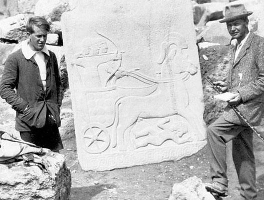 T.E. Lawrence aux côtés du célèbre archéologue Leonard Woolley en 1913, à Karkemish (Syrie)