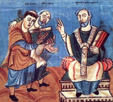 Rabanus Maurus (à gauche), soutenu par Alcuin (au milieu), présente son travail à Otgar de Mayence, IXe s., Vienne, Österreichische Nationalbibliothek