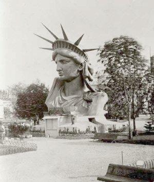 La Liberté éclairant le monde présentée à l'Exposition universelle de Paris, en 1878
