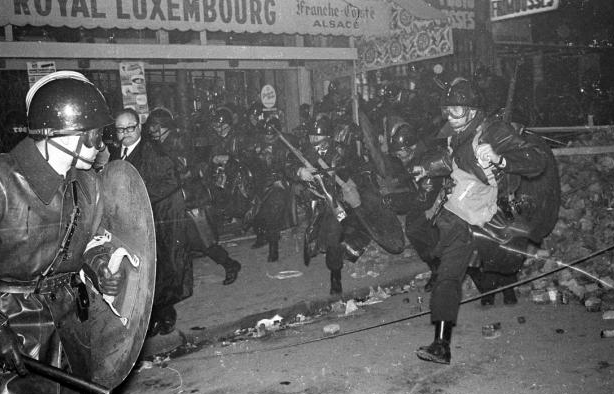 Nuit des barricades à Paris, le 10-11 mai 1968 (photo : Jean-Pierre Rey) (DR)