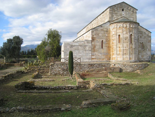 Vestiges romains en cours d'exploration près de l'ancienne cathédrale de Mariana (Haute-Corse), DR