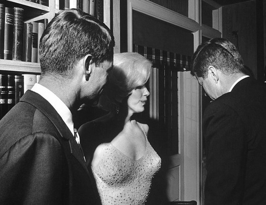 Bob et John Kennedy avec Marylin Monroe (DR)