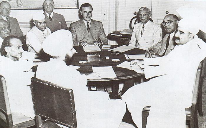 Lord Mountbatten en négociations entre Nehru et Ali Jinnah