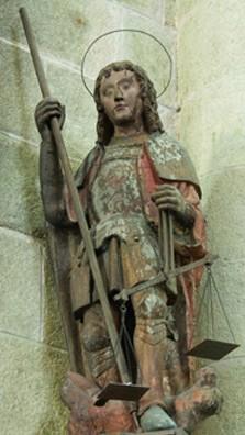 L'archange Michel, Abbatiale, bois polychrome XVe siècle.