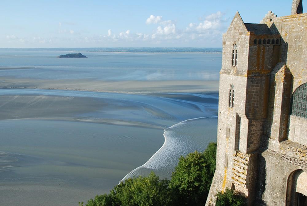 Le mascaret vu de la terrasse ouest du Mont-saint-Michel.
