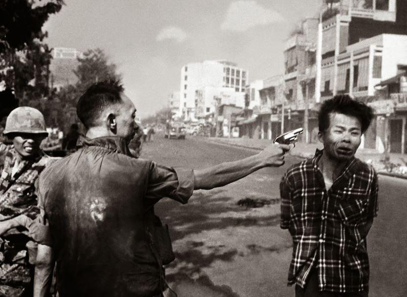 Exécution d'un prisonnier vietcong par le chef de la police à Saigon, le 1er février 1968 (DR)