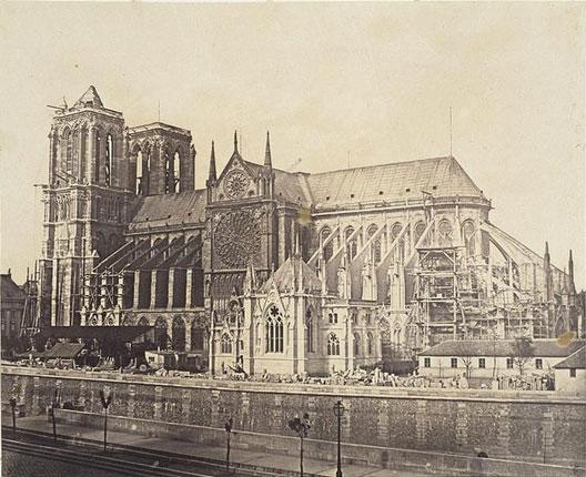 Flanc sud de Notre-Dame de Paris, en travaux, vers 1850 (Hippolyte Bayard, Musée d'Orsay, Paris)