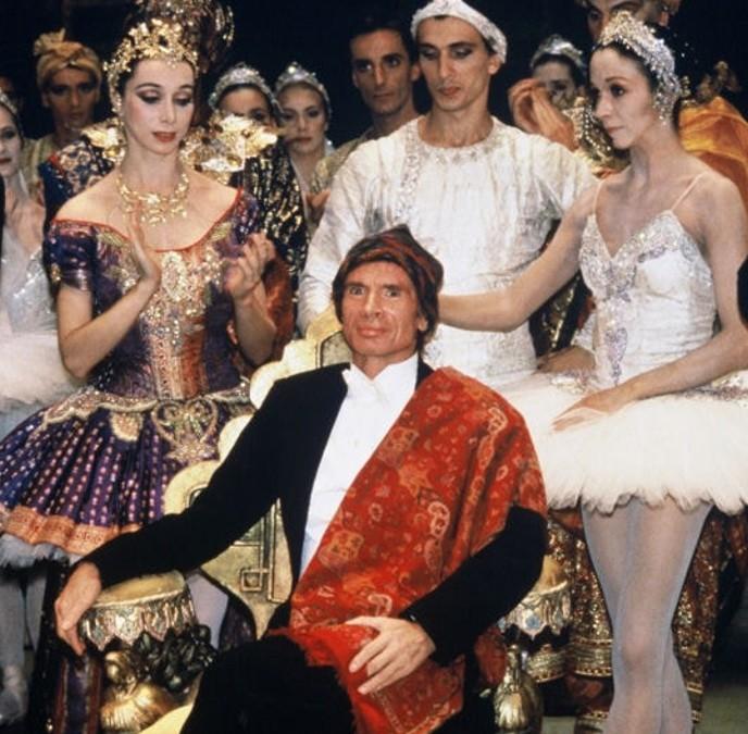 Salut de Noureev à l'issue de « La Bayadère » à l'Opéra de Paris, 8 octobre 1992.