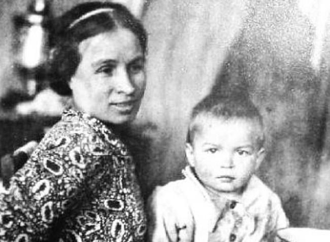 Noureev et sa mère, DR.