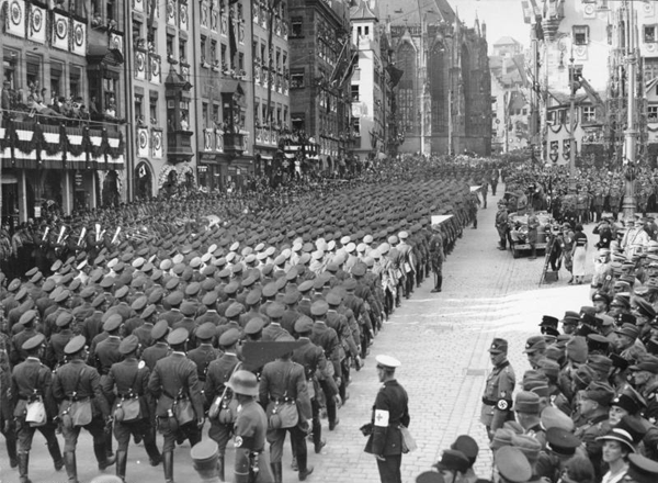 Marche de la Wechmacht à Nuremberg en mars 1934 (film de Leni Riefenstahl)