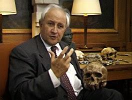 Henry de Lumley, préhistorien français, a découvert l'homme de Tautavel le 22 juillet 1971.