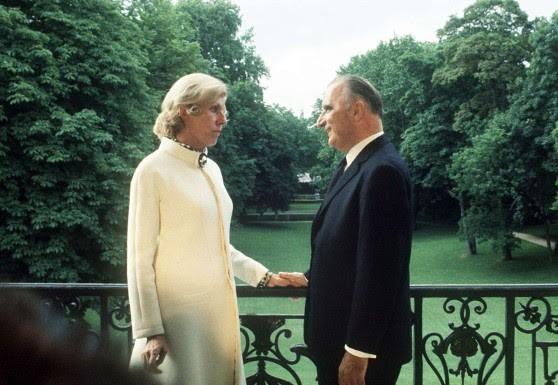 Le président Georges Pompidou pose avec son épouse Claude (DR)