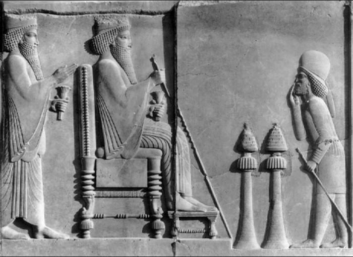 Darius, bas-relief de Persépolis, VIe s. av. J.-C., musée national, Téhéran.