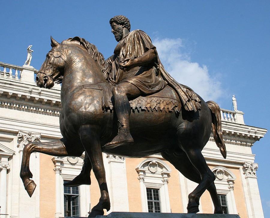Statue équestre de Marc Aurèle, place du capitole, Rome.
