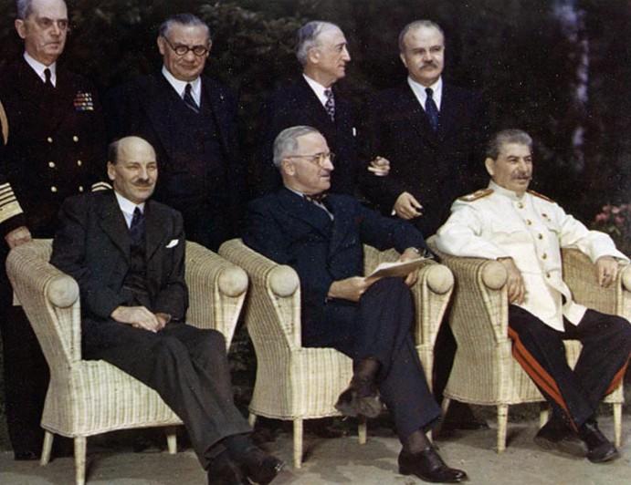 Clement Attlee, Harry Truman et Joseph Staline à Potsdam (juillet 1945)