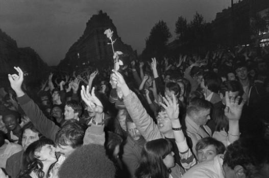 Place de la Bastille, le 10 mai 1981, après l'annonce de la victoire de François Mitterrand à la présidence de la République, Dominique Faget, archives, AFP, DR.