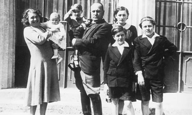 Rachele Guidi, Benito Mussoloni et leurs cinq enfants dans les années 1930