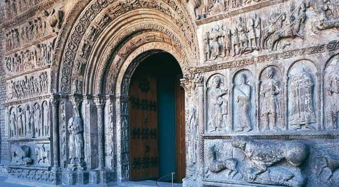 Portail roman du monastère bénédictin Santa María de Ripoll (DR)
